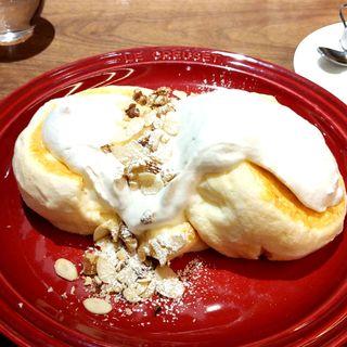 ふわっとろパンケーキ「ローストナッツクリーム(蜂蜜入メイプルシロップ添え)」(むさしの森珈琲 仙台富沢店)