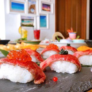 黒毛和牛の肉寿司(海鮮✕肉✕鉄板バル okiumiya)