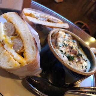 ソーセージ+egg+チーズベーグル