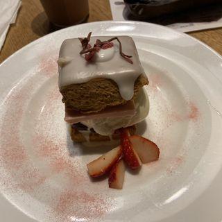 いちご発酵バターのスコーンサンド/濃厚カスタード(カフェ&ブックス ビブリオテーク 東京・自由が丘 (café & books bibliotheque))