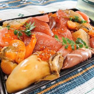 マグロと季節海鮮小チラシ(1人前サイズ)(マグロマート)
