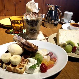 シフォンケーキ ワッフル(デン デン コーヒー (DEN DEN COFFEE))