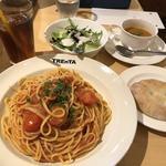 ニンニクと完熟トマトの特製ポモドーロ