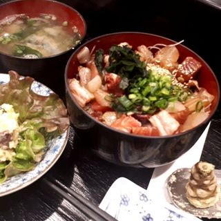 まかない丼(日本酒商店 YODARE 大塚店)