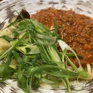 ナスと九条ネギ、ひき肉のボロネーゼ コンソメ風(ベースキューカフェbyロイヤルガーデンカフェ)