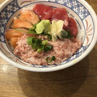 マグロサーモンネギトロ丼