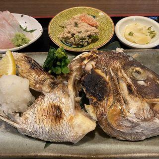 活乄真鯛刺身とカブト焼(鯨の胃袋 )
