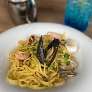 新鮮魚介たっぷりペペロンチーノ(Haleiwa cafe (ハレイワカフェ) 京都桂店)