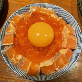 炙り漬けサーモンとイクラのたまごかけご飯(サーモンパンチ 名駅店)