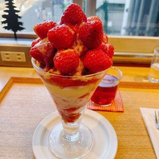 苺のパフェ(ソビノワ)