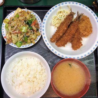 アジフライと野菜炒めハーフ&ハーフ(とんぺい )