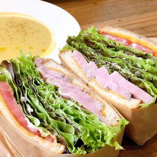 サンドイッチ 自家製ハム(エスデミック カフェ)