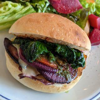 グリル野菜とチーズのサンドイッチ