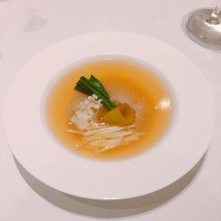 フカヒレとスッポンコラーゲンの鮑入り冬瓜とろみスープ (カントニーズ 燕 ケン タカセ (Cantonese en KEN TAKASE))