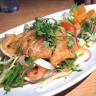 ヤムサーモン(鮭のスパイシーサラダ)(タイ田舎料理 クンヤー )