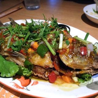 プラーラープリック(魚のスパイシーソースあんかけ)(タイ田舎料理 クンヤー )