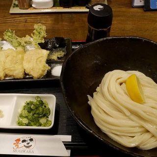 菜の花と筍の天ぷらうどん(うどん居酒屋 麦笑 (うどんいざかやムギワラ))