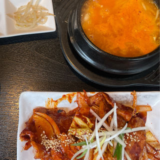 やみつき豚肉炒め定食(ヨルボンチムタク 南船場店)