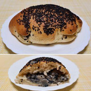 黒ごまクリームパン(ブランジェリーケン)