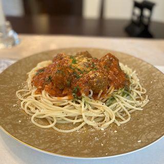 トマトソースのミートボールパスタ