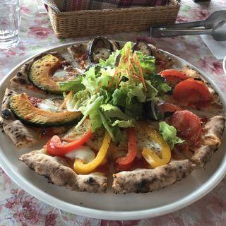 季節の野菜のピザ