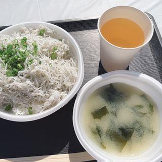 釜揚しらす丼(漁業直営 どんぶりハウス)