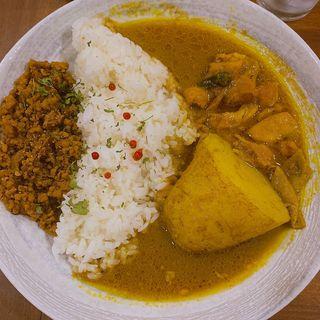 チキンとキーマのあいがけ(mama curry)