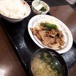 豚肉炒めと定食セット