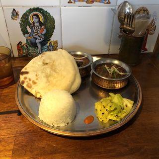 2種盛り+ミニライス、チーズクルチャ (シバカリー ワラ (shiva curry wara))