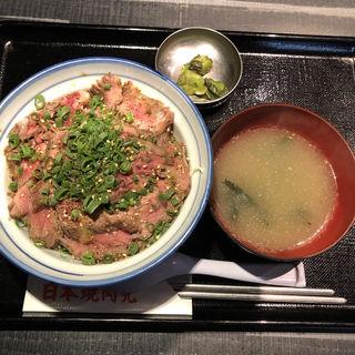 薄切りレアステーキ丼(バター醤油)(日本焼肉党 浅草橋西口店)