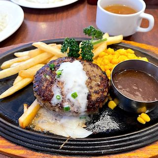 黒黒ハンバーグ定食