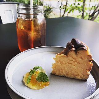 バスクチーズケーキ(Royal Garden Cafe (ロイヤル ガーデンカフェ))