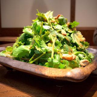 悪魔的に旨い 香菜サラダ(ダンダダン酒場 国分町店)