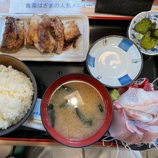 鮪のステーキと刺身3種盛り(魚菜はざま)