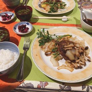 自慢の炭火焼きハンバーグステーキ(イタリア風食彩 幸三郎 花乃碗 (コウサブロウハナノワン))