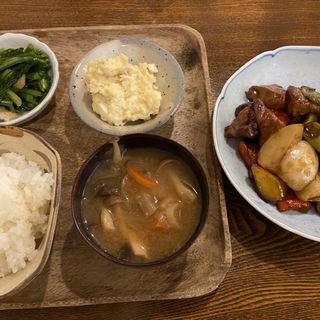 自家製黒酢ソース肉野菜炒め定食