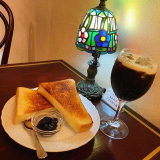 バタートーストとアイスコーヒー