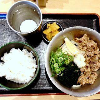 肉うどん(冷)定食(無常うどん ま)