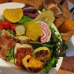 10種のこだわり野菜とハーブチキングリルの農園サラダプレート