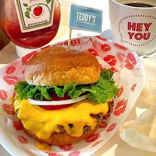 チーズバーガー(テディーズ ビガー バーガー 表参道店 (Teddy's Bigger Burgers ))