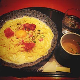 カマンベールチーズとカリカリベーコンのカルボナーラ(五右衛門 錦糸町テルミナ店 )