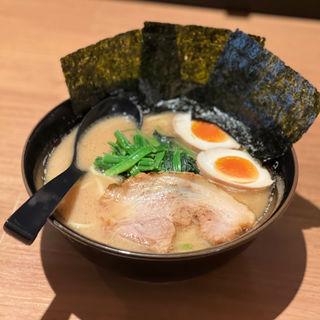 豚骨ラーメン玉子(醤油)