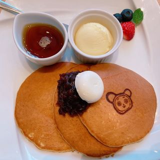 """焼立て""""三笠""""パンケーキ 文明堂特製餡とメープルバター"""