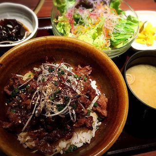 和牛カルビ丼定食(炭火焼神戸牛いく田 (イクタ))