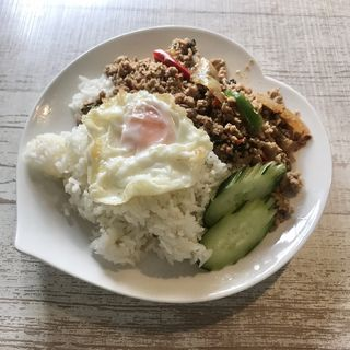 ムーパッガパオ(バジルと豚肉炒め)