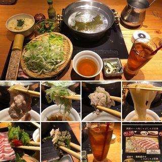 黒豚ロース肉しゃぶしゃぶ定食(黒豚 島津 新宿本店 (くろぶた しまづ))