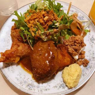 A定食【デミハンバーグ&若鶏の唐揚げ&白身魚フライ】(ビストロ ブルーキッチン&ボトルズ)