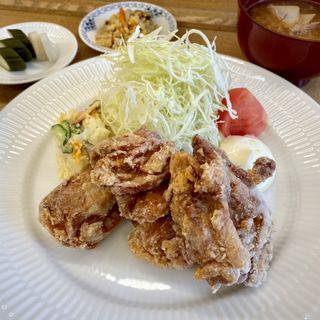 鶏の竜田揚げ定食(食堂まきの)