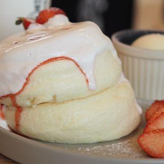 イチゴのクリームパンケーキ(trip cafe okinawa)