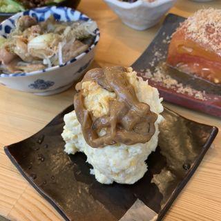 ポテトサラダ「塩辛か炙り明太子選べるよ」(酒枡)
